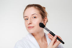 Young woman with cosmetic brush Royalty Free Stock Photography