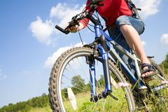 Young woman cyclist in the park Royalty Free Stock Photos
