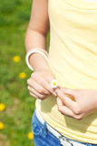 Young woman with daisy. Young woman –only hands to be seen - with daisy Royalty Free Stock Photos