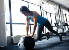 Young woman doing exercise with fit ball Royalty Free Stock Photography