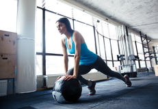 Young woman doing exercise with fit ball Royalty Free Stock Photos