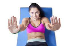 Young woman doing sit-ups on the floor Royalty Free Stock Photos