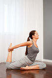 Young woman doing stretch exercise Royalty Free Stock Photos