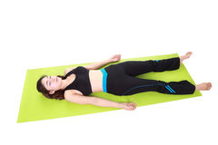 Young woman doing yoga exercise with yoga mat Royalty Free Stock Photos
