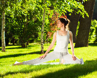 Young woman doing yoga in the park in the morning Royalty Free Stock Photos