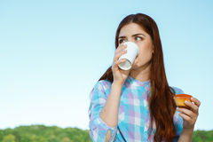Young woman drinking coffee at the park Royalty Free Stock Images