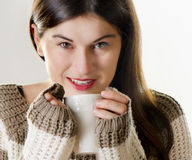 Young woman drinking tea Royalty Free Stock Photos