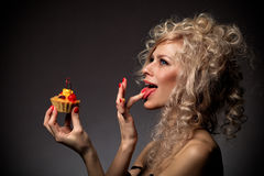 Young woman eating the tar Royalty Free Stock Photos