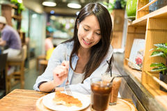 Young Woman enjoy her food in restaurant Royalty Free Stock Photos