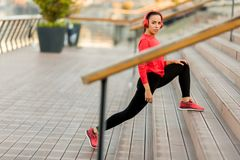 Young woman exercice outdoor Royalty Free Stock Photo