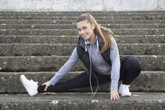 Young woman exercise prior to running Royalty Free Stock Images