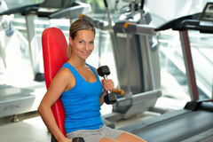 Young woman exercising in the gym Royalty Free Stock Images