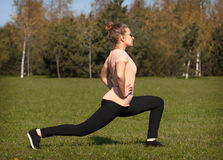 Young woman exercising outdoors Royalty Free Stock Photos