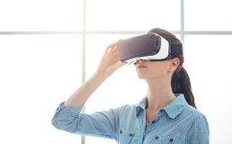 Young woman experiencing virtual reality Royalty Free Stock Photos