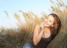 Young woman in field Royalty Free Stock Photography