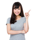 Young woman with finger pointing up Royalty Free Stock Images