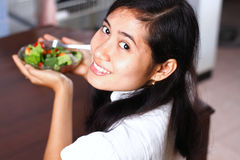 Young woman with fresh salad Royalty Free Stock Photography