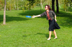 Young woman with frisbee Stock Photography