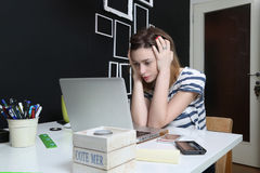 Young woman in front of laptop Stock Photography