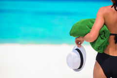 Young woman with green beach towel during tropical Royalty Free Stock Photography