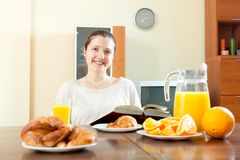Young woman having breakfast Royalty Free Stock Photos