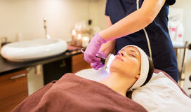 Young woman having face microdermabrasion at spa Royalty Free Stock Photos