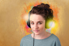 Young woman with headphones listening to music Royalty Free Stock Photos