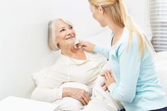 Young woman helping senior woman Royalty Free Stock Photos