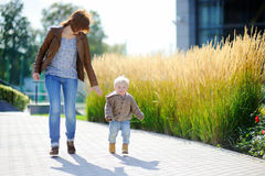 Young woman and her toddler son playing outdoors Royalty Free Stock Photos