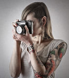 Young woman holding a camera Royalty Free Stock Photos