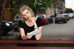 Young fashion woman holding a tablet computer Royalty Free Stock Photos