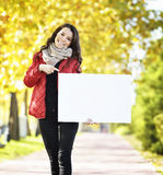 Young woman holding empyt billboard Royalty Free Stock Photos