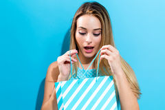 Young woman holding a shopping bag Royalty Free Stock Photos