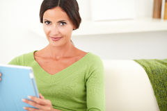 Young woman holding a tablet indoors Royalty Free Stock Photos