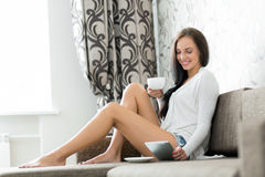 Young woman with ipad Royalty Free Stock Photo