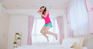 Free Young Woman Jump On Bed Royalty Free Stock Photo - 162068215