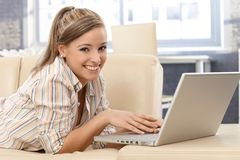 Young woman with laptop smiling Royalty Free Stock Images