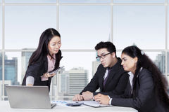 Young woman lead a business meeting Royalty Free Stock Photo