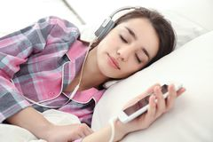 Free Young Woman Listening To Music Stock Image - 105129531