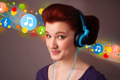 Young woman listening to music with headphones Royalty Free Stock Photos