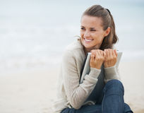 Young woman looking on copy space  while sitting on beach Royalty Free Stock Photos