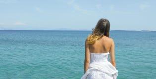 Young woman looking at the horizon Royalty Free Stock Photos