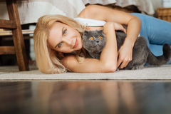 Young woman lying on the floor with her cat Royalty Free Stock Images