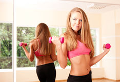 Young woman making exercise in gym Royalty Free Stock Photography