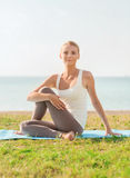 Young woman making yoga exercises outdoors Royalty Free Stock Photos