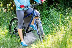 Young woman with mountain bike Royalty Free Stock Photography