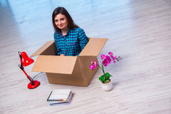 The young woman moving personal belongings Royalty Free Stock Images