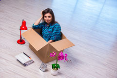 The young woman moving personal belongings Royalty Free Stock Photos