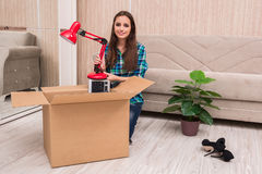 The young woman packing personal belongings Royalty Free Stock Photos