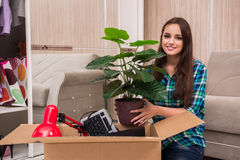 The young woman packing personal belongings Royalty Free Stock Photography